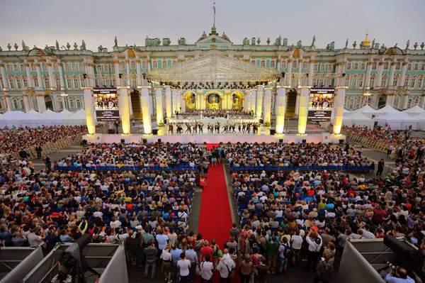 Возле Зимнего дворца пройдёт благотворительный концерт классической музыки